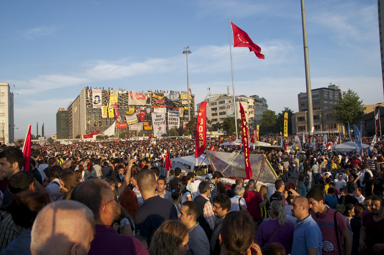 Friedliche Demonstranten am Taksimplatz.
